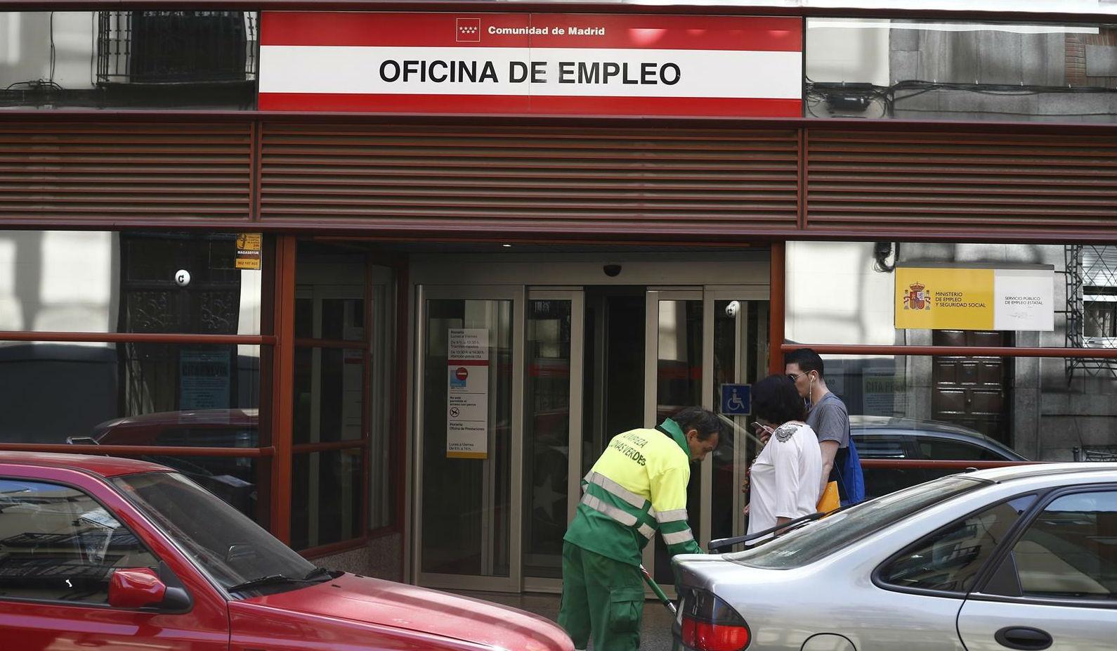 Datos paro espa a supera los 18 5 millones de cotizantes for Oficina de empleo calahorra