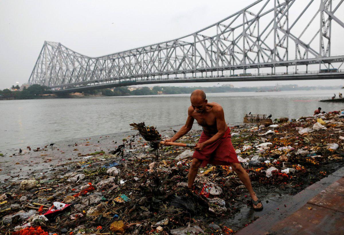 Las fotos más impactantes de la contaminación del río Ganges, en India    Business Insider España