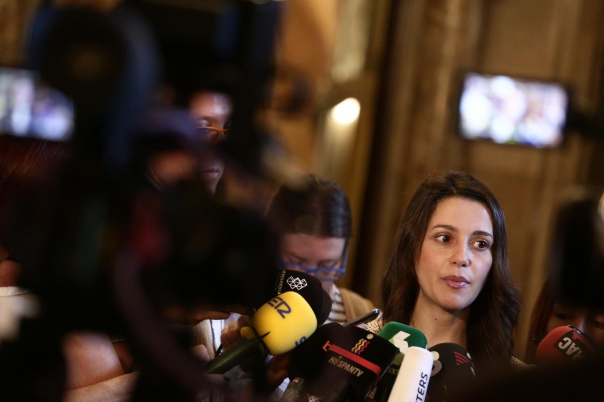 """Inés Arrimadas """"Es el momento de que Cataluña tenga su primera Presidenta Ines-arrimadas-da-rueda-prensa-parlament"""