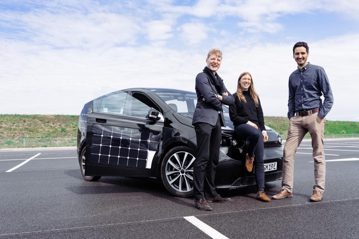 Sono Motors: la startup alemana que está desafiando a la industria del automóvil con coches solares y está teniendo un éxito asombroso