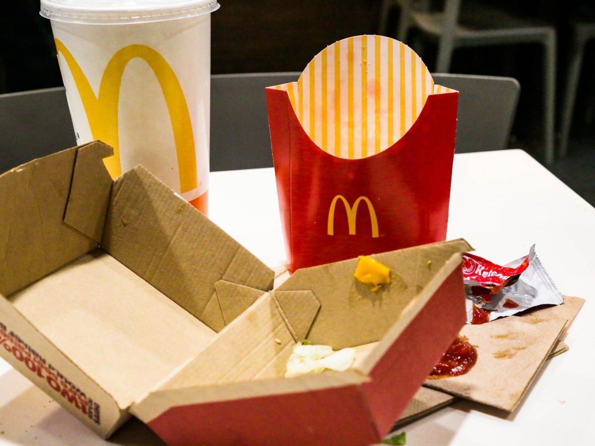 Los envases de McDonald's, Burger King y otros gigantes de la comida rápida contienen sustancias químicas tóxicas imperecederas, según un nuevo informe