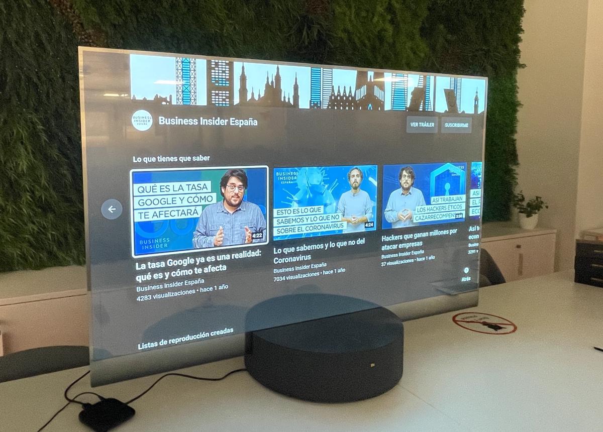 He pasado unos minutos con la TV transparente de Xiaomi y hacía años que una tecnología no me sorprendía tanto