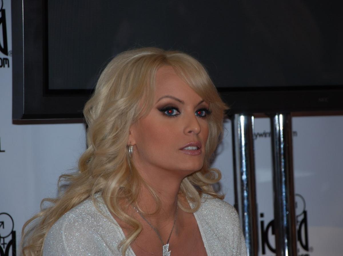 Actrices De Series Pasadas Al Porno quién es stormy daniels, la actriz porno que ha puesto en