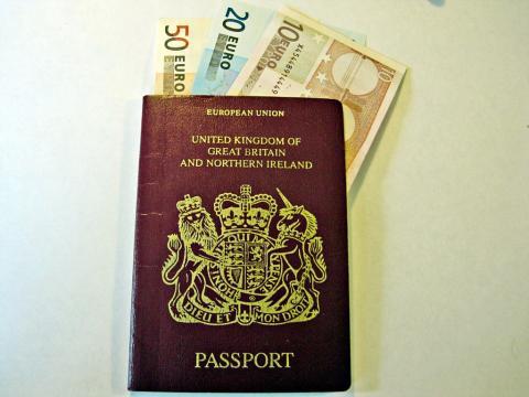 No necesita pasaporte tampoco