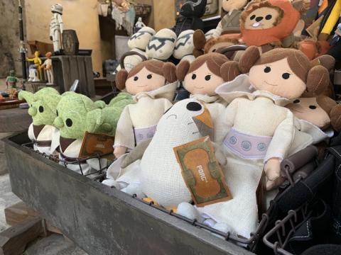 Todos sus personajes favoritos de la Guerra de las Galaxias están representados en las tiendas.