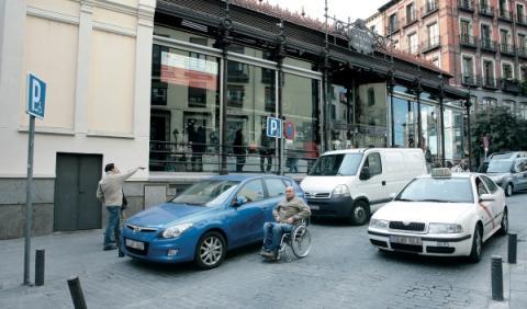 plaza para discapacitado junto al mercado de San Miguel