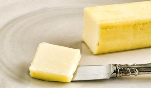 Arrestado por untar mantequilla en un SUV