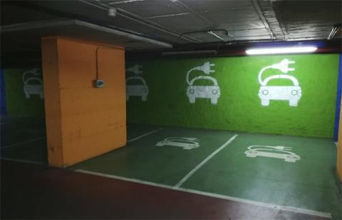 Encontrar un punto de carga para un coche eléctrico en Madrid, así es la experiencia