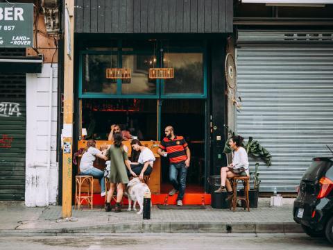 Comercio en una calle del Líbano