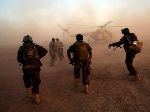 Los comandos del ejército afgano entrenan en el campamento militar de Shorab en la provincia de Helmand, en Afganistán, el 27 de agosto de 2017.