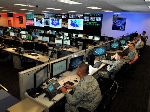 Personal especializado en ciberseguridad y ciberguerra en la Base de la Fuerza Aérea Lackland, en Estados Unidos.