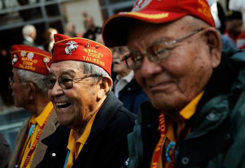 Veteranos navajo de la batalla de Iwo Jima durante el 65 aniversario en 2010.