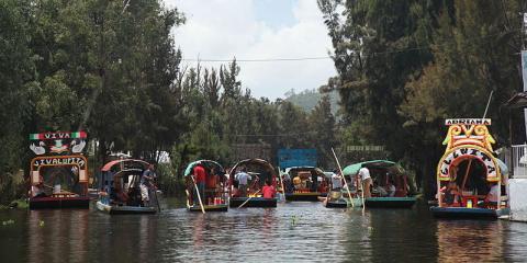 Balsas en el lago en México DF