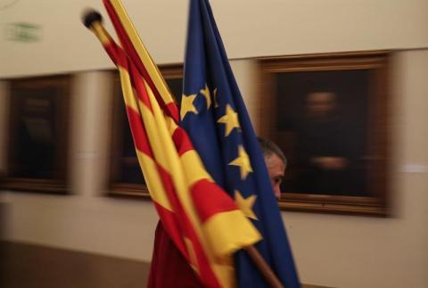 Banderas Europa, España y Cataluña