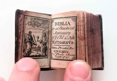 Biblia más pequeña del mundo
