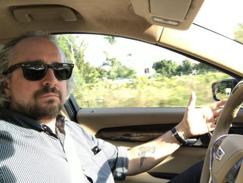 Prueba en el interior de un vehículo con funciones de conducción autónoma.