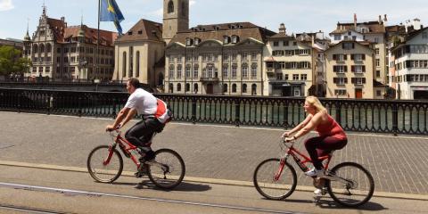 Dos ciclistas en Zurich