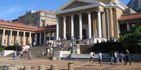 Edificio con columnas en Ciudad del Cabo