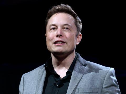Elon Musk feliz