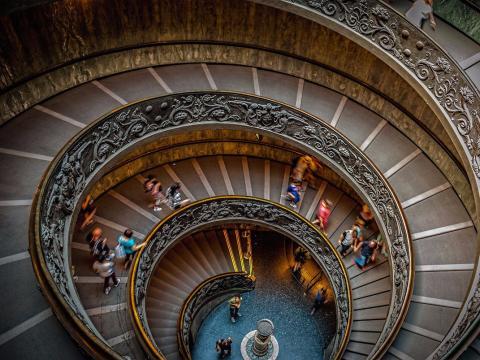 Escalera caracol Vaticano-Comprender el significado de las expresiones de oficina