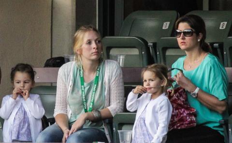 La esposa del jugador de tenis Roger Federer y sus dos hijas.