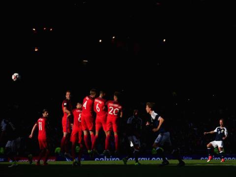 fotos deporte 2017: Escocia logra un gol sobre Inglaterra en un partido de clasificación para la Campeonato del Mundo