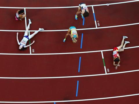 fotos deporte 2017: Puro agotamiento después de los 5.000 metros femeninos en el Campeonato Mundial de Atletismo de la IAAF
