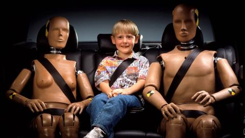 inventos coches: cinturón seguridad y dummies
