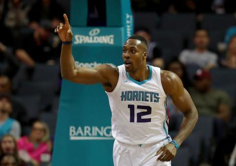 El jugador de baloncesto de la NBA Dwight Howard en un partido de los Charlotte Hornets.