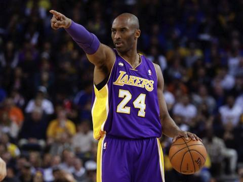 El jugador de baloncesto de la NBA Kobe Bryant en un partido de Los Angeles Lakers.
