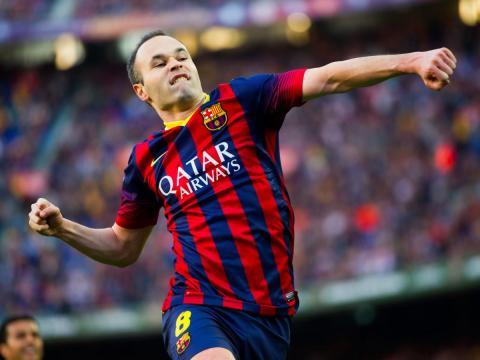 El jugador de fútbol Andres Iniesta, del FC Barcelona, celebra un gol.