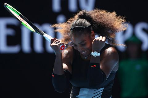 La tenista Serena Williams celebra un punto en el Open de Australia luciendo su reloj Audemars Piguet Millenary.