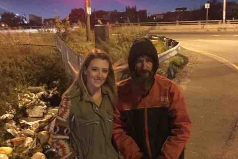 Kate McClure con Johnny Bobbitt, el sin techo que la salvó de la autopista