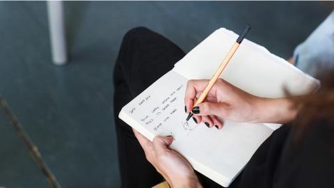 Llevar un diario sirve para limpiar la mente