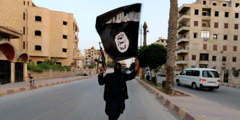 Militante y terrorista del Estado Islámico (ISIS) en Raqqa, Siria, en el año 2014.