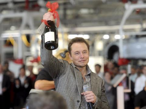 Musk brinda con Champagne