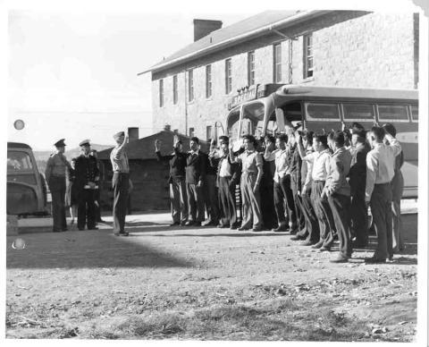 Nativos navajo en su ingreso al ejército de Estados Unidos