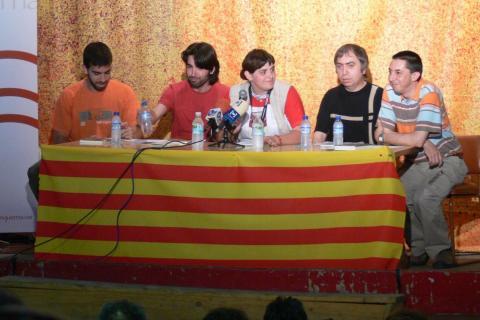 Oleguer Presas es la persona más a la izquierda en la imagen