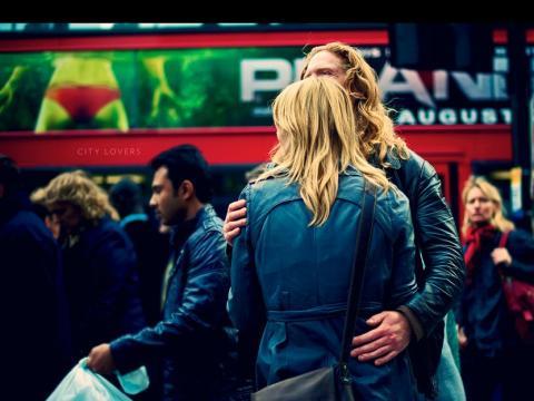 Muestra de cariño en una relación amorosa