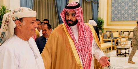 Presidente de Yemen Abed Rabbo Mansour Hadi y el ministro de defensa saudí Mohammed bin Salam