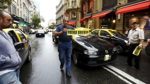 Una protesta de taxistas contra Uber.