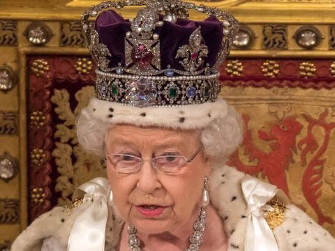 Reina Isabel con Corona