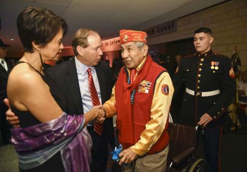 El veterano navajo Peter MacDonald durante un homenaje en enero de 2017.