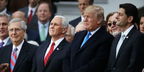 El presidente de Estados Unidos, Donald Trump, junto a los miembros de su gobierno.