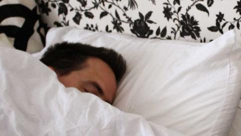 Vete a la cama y levántate a la misma hora siempre