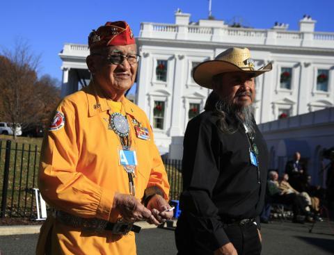Veteranos navajo de la Segunda Guerra Mundial durante una celebración en la Casa Blanca