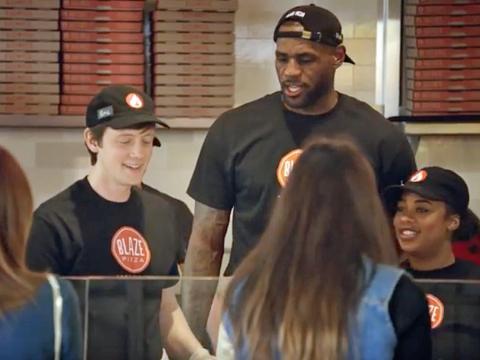 Vida de LeBron james pizzería