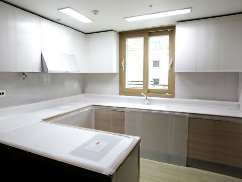 Imagen de la zona de la cocina en la Villa Olímpica de los Juegos Olímpicos de Invierno en Corea del Sur de 2018