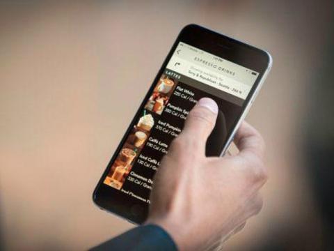 La 'app' móvil de Starbucks para pedir y pagar directamente desde el teléfono