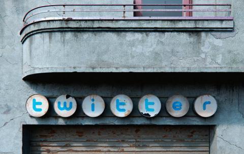 Logo de Twitter según el artista Andrei Lacatusu
